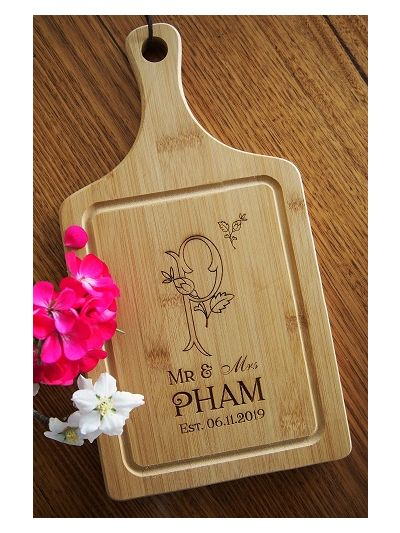 Personalised Engraved Bamboo Paddle serving board - Wedding gift / Anniversary Gift / Engagement Gift / Valentines Gift - DESIGN 3